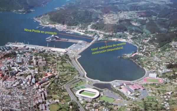 Tren_ao_porto_exterior_de_Ferrol_a_traves_da_Malata._2013