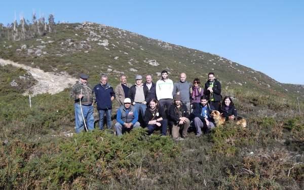 Imaxe dos colectivos na visita ao xacemento prehistórico  en decembro do 2015